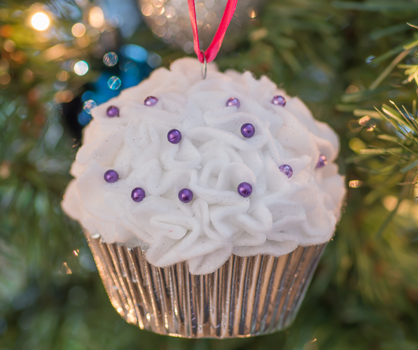 Cupcake Ornaments made with a Styrofoam ball, felt and sewing pins. Great Christmas craft for kids and adults!