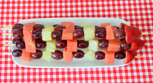 Easy & healthy fruit kabobs! Perfect recipe for a summer picnic or BBQ. Must try!