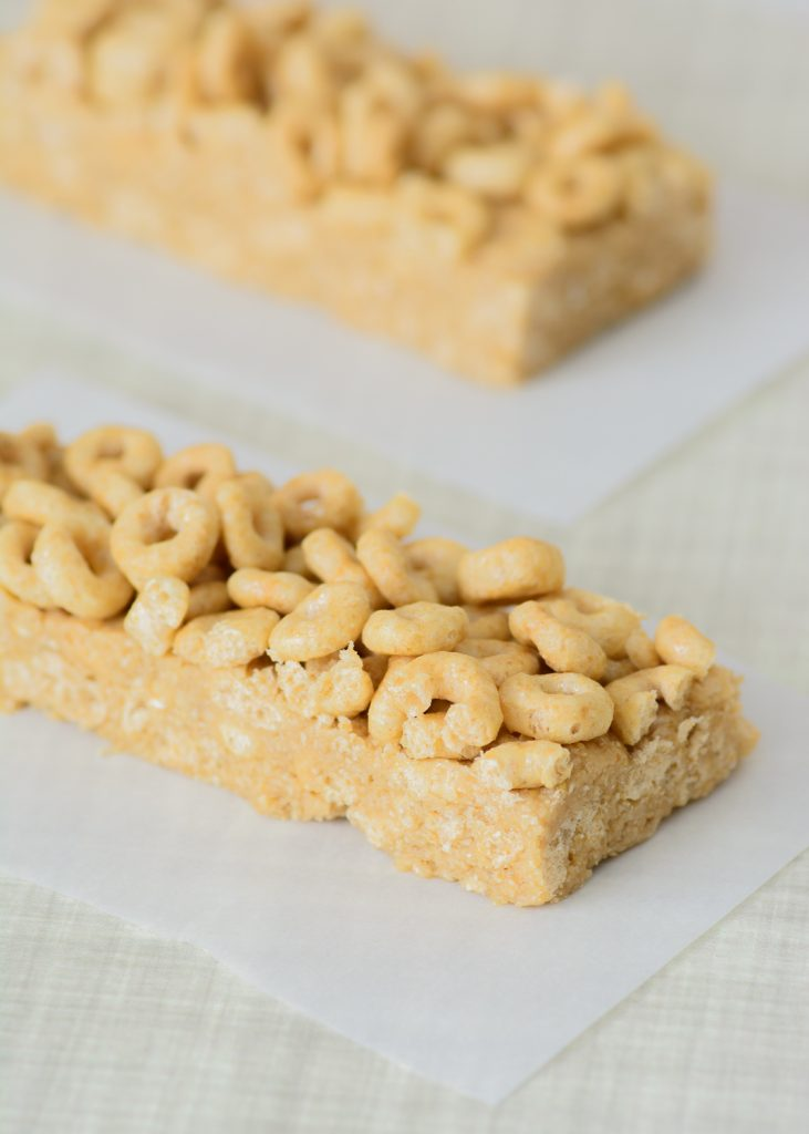 Honey Nut Cheerios Cereal Bars with Gluten-Free Cheerios. Great for an on the go breakfast or as an afternoon treat!