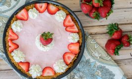 Strawberry Frozen Yogurt Pie